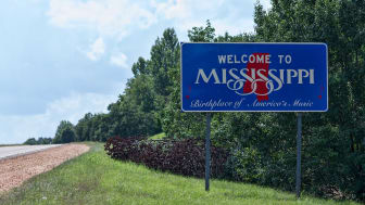 picture of welcome to Mississippi road sign