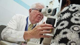 Dr. Alward performs an eye exam.