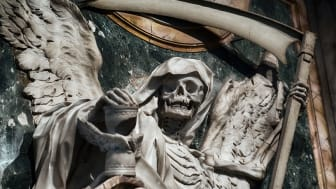 picture of statue of the grim reaper