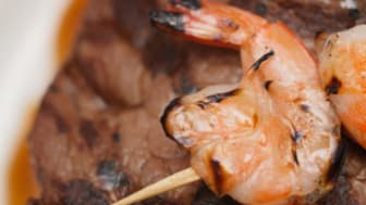 Barbecued shrimps and steak