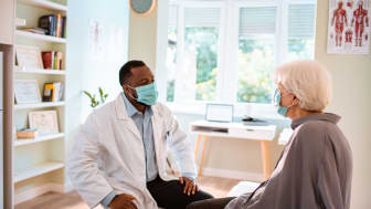 A doctor speaks with a patient