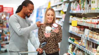 Multi-ethnici couple choosing between two ice cream flavour