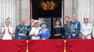 British royal family on a balcony gathered for a photo