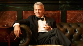 picture of rich man smoking a cigar and drinking brandy