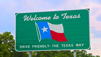 picture of welcome to Texas road sign